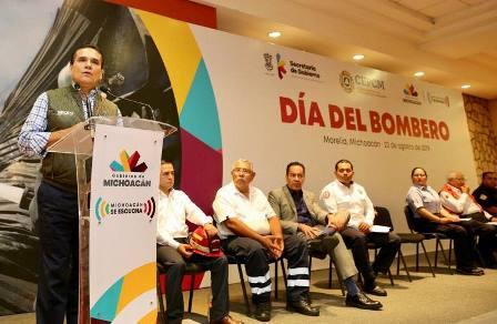 Se trabajará en iniciativa de Ley Estatal de Bomberos, compromete Silvano Aureoles. Noticias en tiempo real