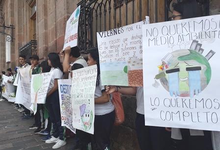 Estudiantes del CBTA 7 de Morelia realizan manifestación pacífica. Noticias en tiempo real